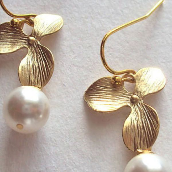 Pearl earrings for the evening